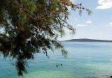 Seget Vranjica pogled na more i šuma Medena